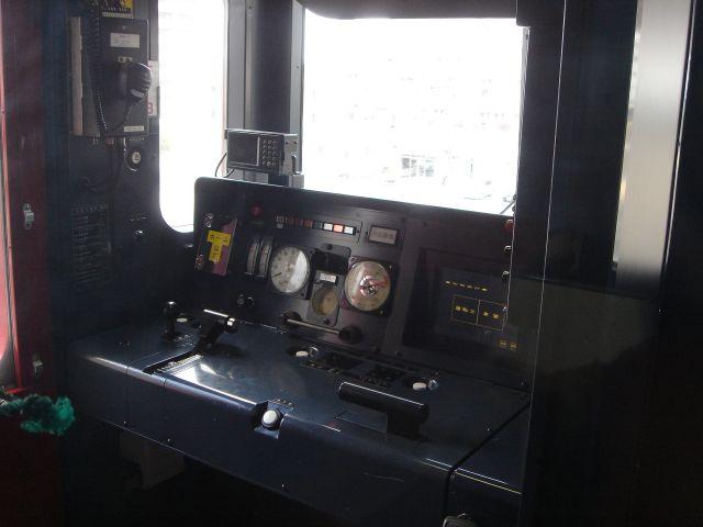 Dsc03346_640 813系1100番台の運転台です。ワンマン運転のための機器が追加されて